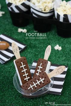 Football Season Is Coming! /Ice Cream Football Sandwiches/Super Bowl Party Food/Quick and Easy Snacks Animal Crackers, Ritz Crackers, Dessert Nachos, Dessert Food, Dessert Ideas, Football Themes, Football Food, Football Recipes, Football Parties