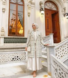 Modern Checkered Prints Always Look Great With Hijab Fashion. Image:@feyzahakyemez- Here Are Some Tips On How You Can Wear Check Print This Year- Hijab Fashion Check - Hijab Checkered Outfit - Dog Tooth Coat Outfit - Hijab Check Shirt Dress- Hijab Checkered Shirt - Hijab Check Dress - Checkered Outfit Hijab - Fashion Hijab - Modern Hijab Fashion Check Print #hijabfashion #hijabdress #hijabstyle #modestoutfit #muslim #checkeredpants