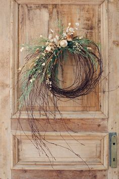 Christmas Wreath Door Decoration, Holiday Garland Ideas Xmas Wreaths, Door Wreaths, Winter Wreaths, Rustic Wreaths, Wreaths For Front Door, Summer Wreath, Garland Ideas, Wreath Ideas, Wreath Crafts