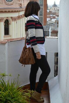 Victim of my closet: Look: Chaqueta de rayas + jeans + camisa blanca. #kissmylook