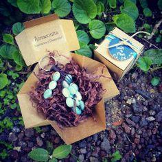 Detalles de Boda ~ Cajitas con Llaveros de Piedras Naturales en http://www.laaventuradelalma.es/regalos
