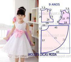 Este modelo de vestido godé é um clássico que as crianças adoram e não dispensam. O molde do vestido de criança encontra-se no tamanho 9 anos. A ilustração