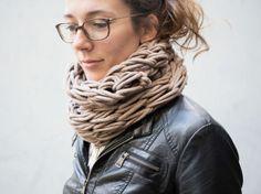 DIY tutorial: Arm Knit An Infinity Scarf