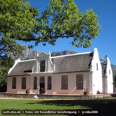 Boschendal Winery, Wine Farm with Cape Dutch style house in Stellenbosch, South Africa Foto: South African Homes, South African Wine, House Facades, Facade House, Cape Colony, Holland House, Cape Dutch, Rosemary Beach, Contemporary Homes