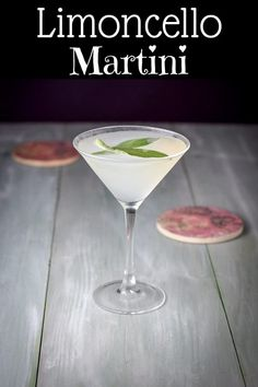This dreamy sage limoncello martini is rather tasty. A nice balance of vodka, Limoncello and lemon juice. The longer the sage floats, the tastier it gets. Cocktail Drinks, Fun Drinks, Healthy Drinks, Alcoholic Drinks, Beverages, Lemon Cocktails, Cocktail Parties, Drinks Alcohol, Mixed Drinks