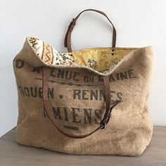 French Cabas - Large - yellow (I can make this! Burlap Bags, Jute Bags, Burlap Purse, Burlap Coffee Bags, Tote Bags Handmade, Handmade Handbags, Purses And Handbags, Leather Handbags, Coffee Sacks
