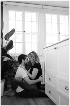 Vanessa Renae Photography-CanadianElopementPhotographer- in home session, in home engagement photo shoot, in home engagement outfit inspiration, in home engagement love, in home session style