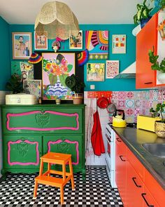 Even I would be happy cooking in here Best Picture For hippie home decor modern For Your Taste You a Eclectic Kitchen, Boho Kitchen, Hippie Kitchen, Hippie Home Decor, Retro Home Decor, Aesthetic Room Decor, Cool Rooms, House Rooms, Home Decor Inspiration
