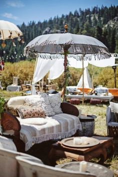 Festival wedding | Feather Love Photography | see more on: http://burnettsboards.com/2016/01/ultimate-festival-wedding/