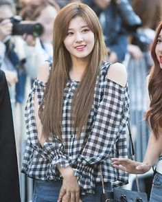 her shoulders.like it's the most attractive thing to see on a girl Follow @sanaphoby for more _ _ _ #sana#twice#once#kpop#bts#exo#blackpink#winner#ikon#got7#redvelvet#gfriend#snsd#2ne1#blackpink#taeyeon#cl#gd#gdragon#lfl#l4l#fff#f4f #일상#셀스타그램#먹스타그램#오늘#데일리##일상##좋아요#멋스타그램