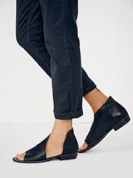 Resultado de imagem para assimetric flat sandal fashion editorial