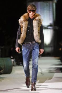 Is the beginning for Milan Fashion Week starting with Dynamic duo Dsquared² Fall/Winter 2015 unveiled a retrospective for their anniversary in the fashion industry. Fur Fashion, Live Fashion, Winter Fashion, Mens Fashion, Milan Fashion, Fashion 2015, Style Fashion, Fashion Trends, Mens Fur