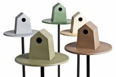 Spot, le nichoir à oiseaux design de Quentin de Coster (polystyrène thermoformé, un un piétement en aluminium, et deux coups de clef à laine)