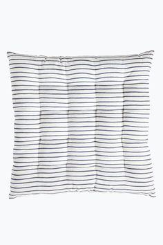 Siddehynde med printet mønster og dekorativt placerede sting. Str. 40x40 cm…