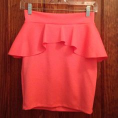 Bright orange coral peplum pencil skirt, small. Bright orangy coral peplum pencil skirt, size small. Very pretty color! It's fitted but has a lot of stretch. Cristina Skirts Pencil