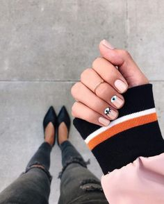 Opting for bright colours or intricate nail art isn't a must anymore. This year, nude nail designs are becoming a trend. Here are some nude nail designs. Minimalist Nails, Nail Designs Spring, Nail Art Designs, Nails Design, Hair And Nails, My Nails, Evil Eye Nails, Nailart, Manicure E Pedicure