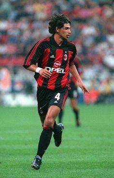 Demetrio Albertini of AC Milan in Football Drills, Football Soccer, Steven Gerrard, Premier League, Uefa Champions, World Football, Ac Milan, Football Players, Club