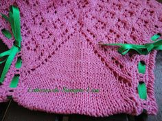 Labores de siempre: Braguita rosa con lazos en verde