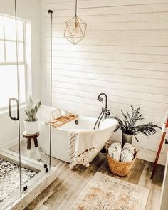 Bathroom inspiration // Home Sweet Spaces - interior design ideas - inspiration . - Bathroom inspiration // Home Sweet Spaces – interior design ideas – Bathroom inspiration // Hom - Bathroom Inspiration, Home Decor Inspiration, Farmhouse Bathroom Decor, House Interior, Home Remodeling, Bathroom Interior Design, Home, Cheap Home Decor, Home Decor