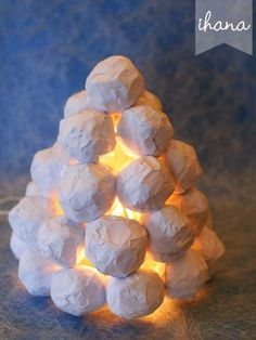 10 Paper Luminaries That Will Warm Your Heart - HomelySmart Christmas Design, White Christmas, Christmas Time, Hobbies And Crafts, Diy And Crafts, Crafts For Kids, Christmas Tree Ornaments, Christmas Crafts, Christmas Decorations