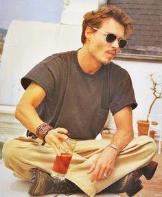Mr.Johnny Depp  Tüm aptallar söz sahibi oldu sayende.....  O pisliklerin arasından kurtulamadım.... thanks Johnny Amca!