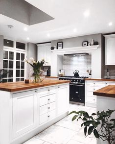 Another gorgeous kitchen that lots of you may recognise! This stunning space was created by the gorgeous boys over It's… Luxury Homes Interior, Interior Exterior, Kitchen Interior, Home Interior Design, Interior Livingroom, Kitchen Dinning, New Kitchen, Kitchen Decor, Wood Countertops