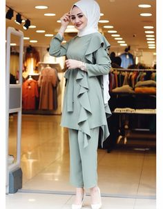 Image may contain: 1 person, standing and closeup Hijab Dress Party, Hijab Style Dress, Hijab Chic, Hijab Evening Dress, Casual Hijab Outfit, Modern Hijab Fashion, Hijab Fashion Inspiration, Muslim Fashion, Cute Fashion