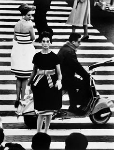 William Klein, Simone & Nina  Piazza di Spagna, Rome, 1960