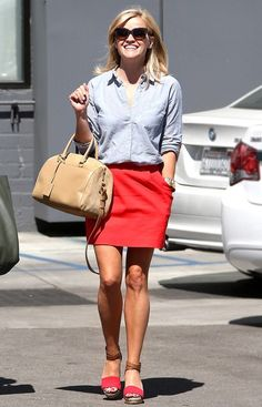 Pops of red punch up a simple chambray top. (Reese Witherspoon) Who doesn't love her style? I would love to dress like her Style Casual, Casual Outfits, Cute Outfits, Red Skirt Outfits, Preppy Casual, Classic Style, Love Her Style, Style Me, Reese Witherspoon Style