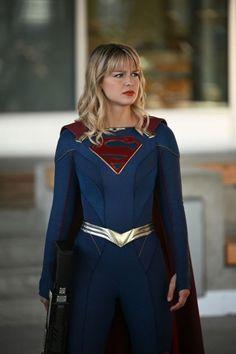 Chyler Leigh, Mehcad Brooks, Melissa Benoist, and Katie McGrath in Stranger Beside Me Supergirl Kara, Supergirl Cakes, Melissa Supergirl, Supergirl Season, Kara Danvers Supergirl, Supergirl Superman, Supergirl 2015, Supergirl And Flash, Supergirl Series