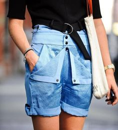 Stylist Megan Gray is seen in Soho wearing a Zara top and Balenciaga shorts on September 2014 in New York City. (Photo by Daniel Zuchnik/Getty Images) Cool Street Fashion, Street Chic, Nyfw Street, Girl Fashion, Fashion Outfits, Womens Fashion, Fashion Details, Fashion Design, Jeans