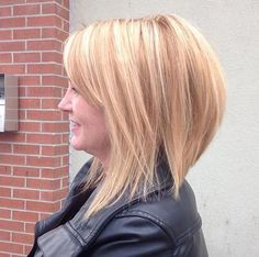 long+blonde+layered+bob+with+subtle+highlights