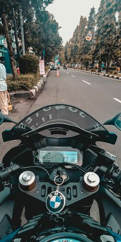Biker Photography, Photography Editing Apps, Cute Boys Images, Cool Girl Pictures, Red Bull Drinks, Valentino Rossi Yamaha, Biker Photoshoot, Vespa Sprint, Cute Couple Selfies