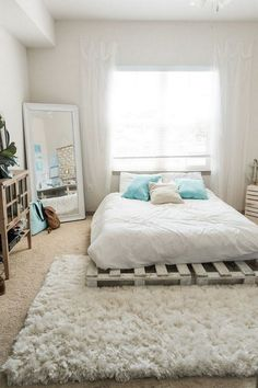 Dormitorios Beachy Boho Bedroom Bed - Sweet Teal Be There For Your Kid Finding time Room Ideas Bedroom, Bedroom Bed, Cozy Bedroom, Bedroom Office, Budget Bedroom, Pallet Ideas Bedroom, Bedroom Ideas For Small Rooms Diy, Bedroom Mats, Small Apartment Bedrooms