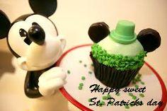 En St, Paticks day los postres están inspirados en ingredientes de color verde como la menta, los pistachos y la palta. Los niños irlandeses se divierten haciendo galletas y cupcakes al rededor del mundo!!! En #OrangeSweetBakery también lo celebramos!!! #StPatricksDay #DulcesTips