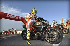 Ducati - WDW2012 thrills huge crowd with Ducati riders in Drag Race by Tudor