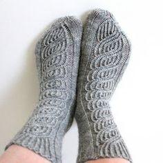 Ravelry: Soulmates pattern by Niina Laitinen Knitting Socks, Knit Socks, Boot Cuffs, Knitting Projects, Knitting Ideas, Mittens, Ravelry, Knitwear, Knit Crochet