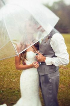 transparent wedding umbrella  | Rainy wedding | ombrello trasparente per matrimonio | Sposa bagnata...sposa fortunata! http://theproposalwedding.blogspot.it/ #rain #rainy #wedding #fall #autumn #umbrella #autunno #pioggia #matrimonio #ombrello #stivali #boots