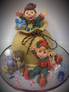 Richards Cakes - Christmas elves cake with sack full of presents #CreativeCakeDecorating We LOVE the elves! Super cake!