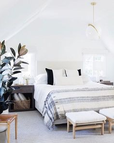 Nothing is quite as serene as an all-white sleeping space. Take the entire tour (link in bio) @laurejoliet #shopconsort