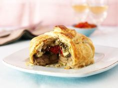 Mushrooms en Croute - this would be great for a vegetarian Christmas main, or a dinner party. Vegetarian Pesto, Vegetarian Cooking, Vegetarian Recipes, Cooking Recipes, Vegan Food, Yummy Veggie, Veggie Recipes, Yummy Food, Tasty