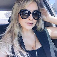 Camila ja escolheu o seu Prada da nova coleção. Nós aprovamos e você? #camilaliman #prada #sunglasses #pradaraw #oticaswanny #ootd