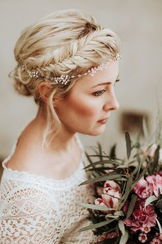 wedding makeup for bride Neue Brautfrisuren fr lange Haare Fotos: Daniela Marquardt Photography Haarschmuck, Haare amp; Make-Up: La Chia Brautkleid: Victoria Rsche Brautstrau: Bltentrume Kln Bride Hairstyles For Long Hair, New Bridal Hairstyle, Thin Hair Updo, Boho Hairstyles, Wedding Hairstyles, Hairstyle Short, Bridesmaid Hairstyles, Updo Hairstyle, Hairstyle Ideas