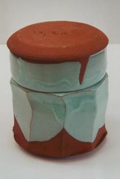 deckeldose 1200 °C ox. ceramics, 2001 dimension: durchmesser ca. 18 cm höhe ca .17 cm, by s.meissner