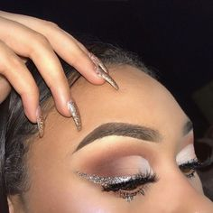 Silver glitter wing with half cut crease - April 27 2019 at Best Eyeliner, How To Apply Eyeliner, No Eyeliner Makeup, Eye Makeup Tips, Makeup Goals, Makeup Inspo, Beauty Makeup, Makeup Ideas, Makeup Art