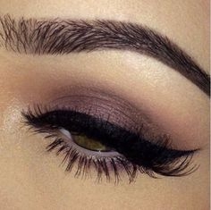 I love this look! The subtle brown eyeshadow and thick winged liner <3