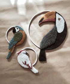 Obraz może zawierać: buty Image may contain: shoes The post Image may contain: shoes appeared first on Embroidery and Stitching. Hand Embroidery Art, Flower Embroidery Designs, Embroidery Stitches, Hook Punch, Bordados E Cia, Punch Needle Patterns, Punch Art, Rug Hooking, Fabric Crafts
