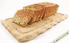"""Rezept für ein kohlenhydratarmes, glutenfreies und proteinreiches Low Carb """"Vollkorn""""-Brot. Schmeckt super und funktioniert garantiert. #lowcarb Mehr Low Carb Brot Rezepte auf http://www.lebelowcarb.de/low-carb-rezepte-fuer-brot.html"""