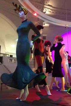 La folie des années 80 et des soirées londoniennes relatée dans l'exposition Club to Catwalk à Londres ! A découvrir !