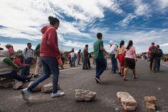 OAXACA, Oax. (apro).- La jornada por Ayotzinapa realizada este día incluyó marchas, bloqueos, toma de gasolinerías, casetas de peaje y tiendas departamentales, así como un mitin en el cuartel milit...